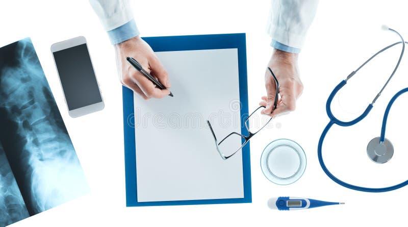 Doktorski writing recepta na schowku obrazy stock