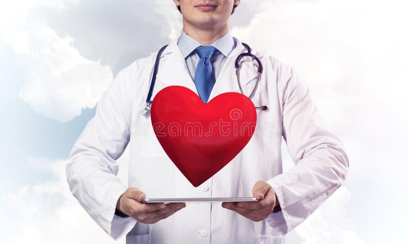 Doktorsorgfalt über Herzgesundheit stockfotografie