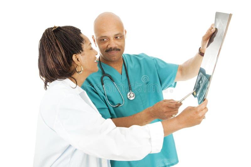 doktorsstrålresultat granskar x arkivbild