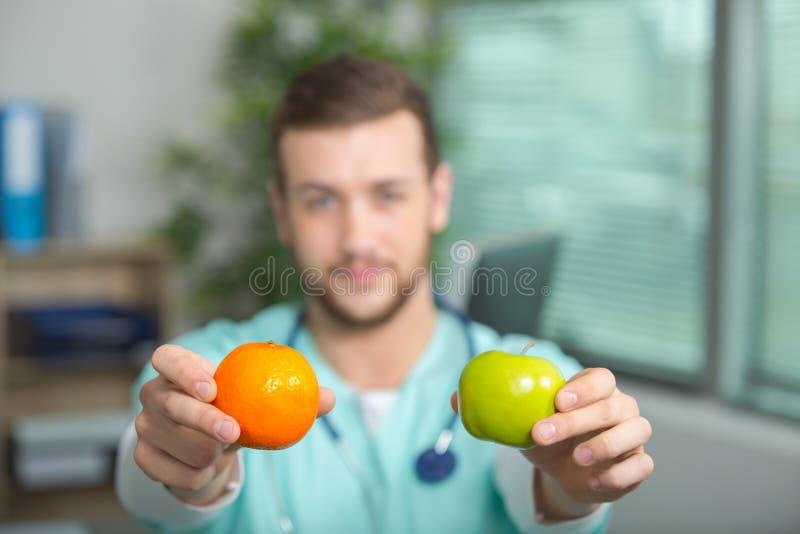Doktorsvisningpäron och äpple arkivfoto
