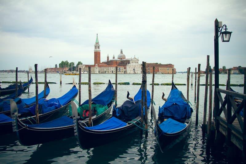 Dokujący w górę gondoli w Wenecja zdjęcie stock