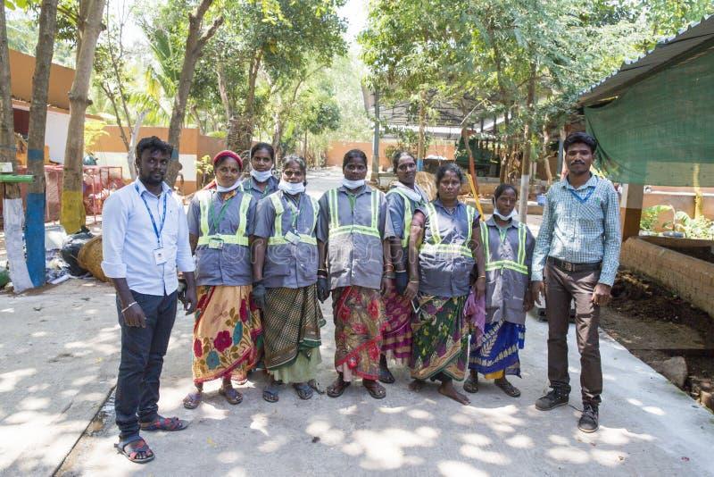 Dokumentalny artykuł wstępny PUDUCHERY, PONDICHERY, tamil nadu INDIA, Marzec około, -, 2018 Drużyna kobiety które pracują w przet zdjęcie royalty free