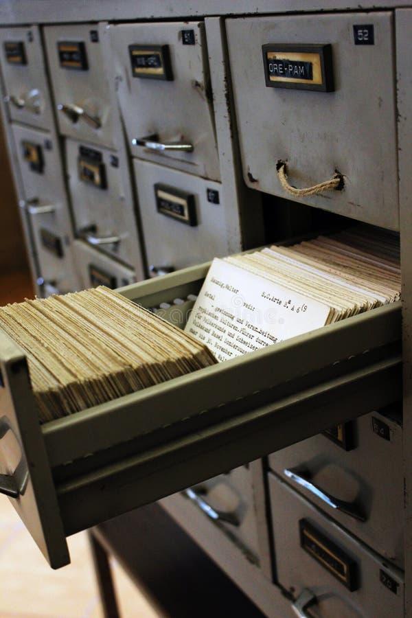 Dokumentu segregowania gabinet, segregowanie zdjęcie stock