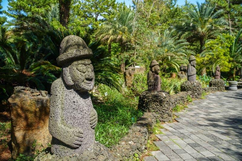 Dol hareubang, także nazwany tol harubang, hareubang lub harubang, - Tradycyjny statua strażnik Jeju wyspa w Południowym Korea zdjęcia royalty free