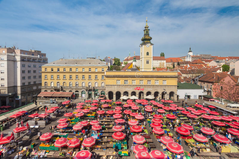 Dolac市场鸟瞰图在萨格勒布,克罗地亚 库存照片
