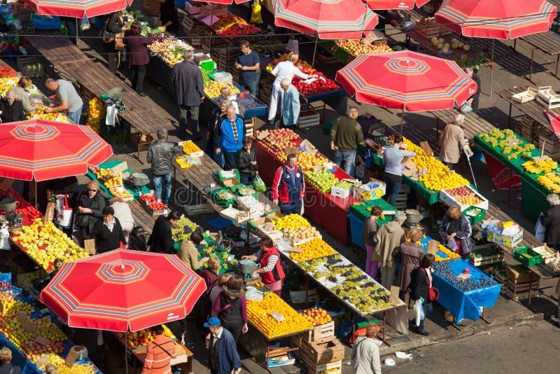 Dolac-Markt, ZAGREB, KROATIEN lizenzfreie stockfotos