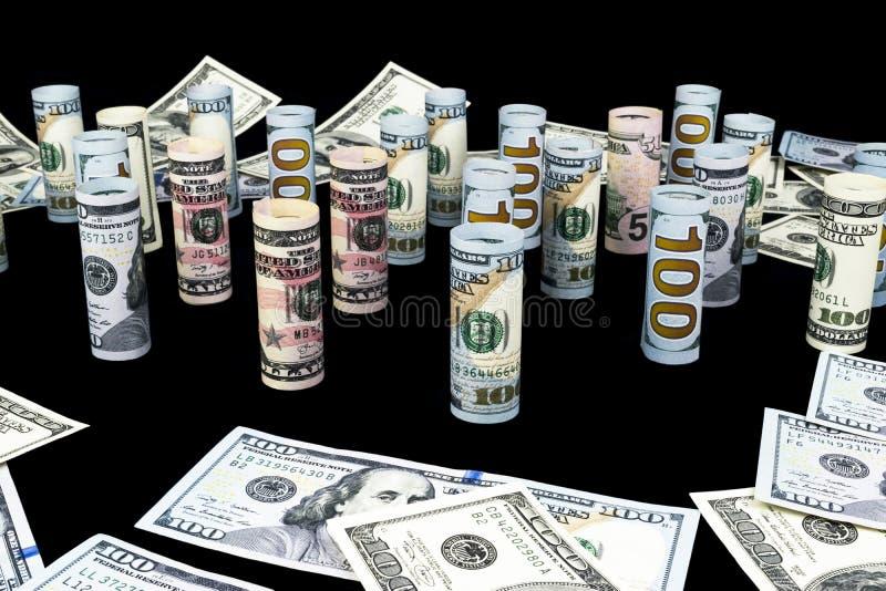 dolar Dolarowa banknot rolka w inny pozycje Amerykańska USA waluta na czerni desce Amerykańskie dolarowe banknot rolki fotografia stock