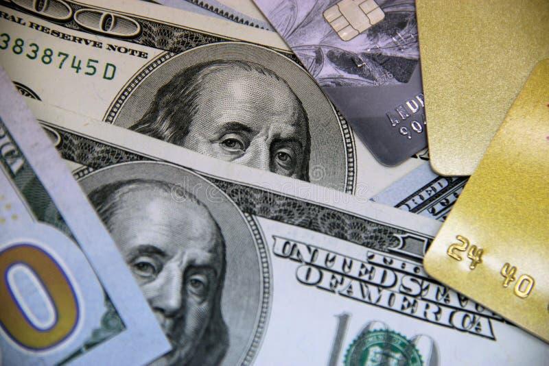 Dolarowi rachunki i kredytowe karty zdjęcie stock