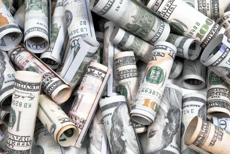 Dolarowi rachunki różnorodna wartość staczają się up w tubules obrazy stock