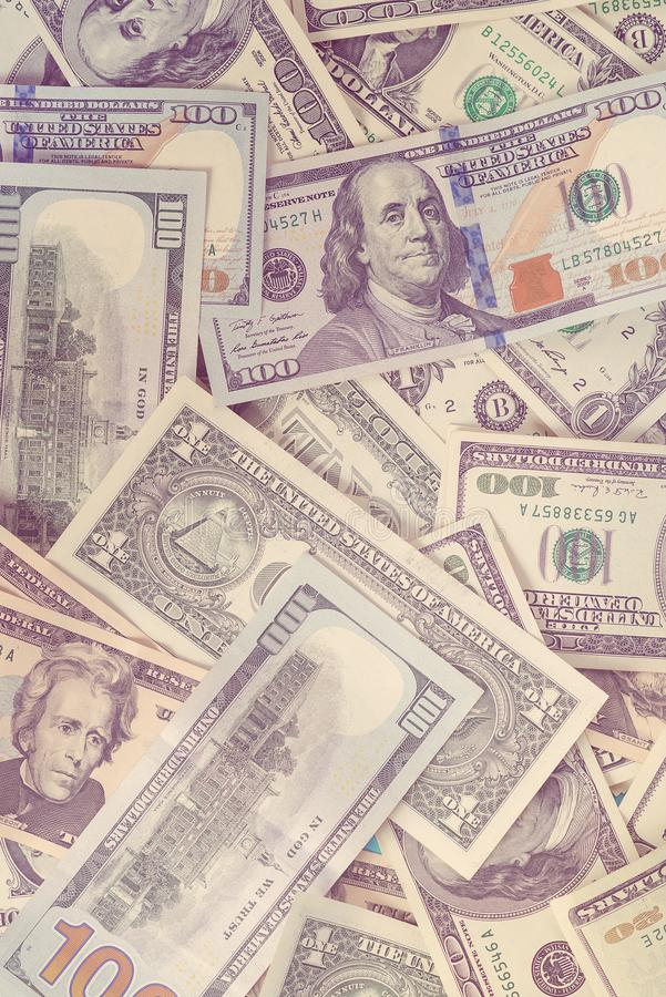 Dolarowy banknotu tło, odgórny widok Sto dolarów i jeden dolar rachunku poj?cia prowadzenia domu posiadanie klucza z?oty si?gaj?c fotografia stock