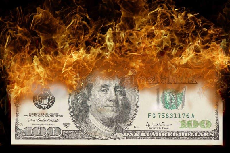 100 Dolarowy rachunek na ogieniu fotografia royalty free