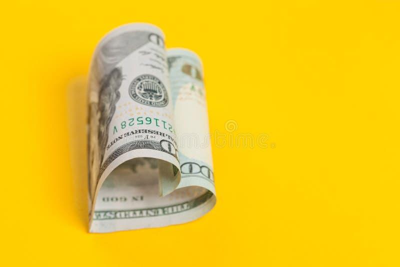 Dolarowy serce na żółtym tle z kopii przestrzenią Bez przegranej, handlowa pieniądze inwestycja, zysk i pożyczki pojęcie, 100 USA fotografia royalty free