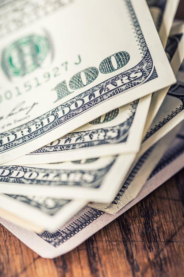 Dolary banknotu zbliżenia Gotówkowi pieniądze amerykanina dolary Zakończenie widok sterta USA dolary obrazy royalty free