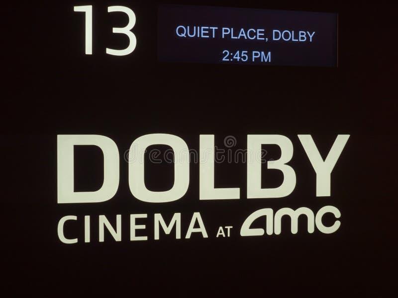 Dolbybio på AMC attesteringslogoen förutom en filmtheate royaltyfria foton