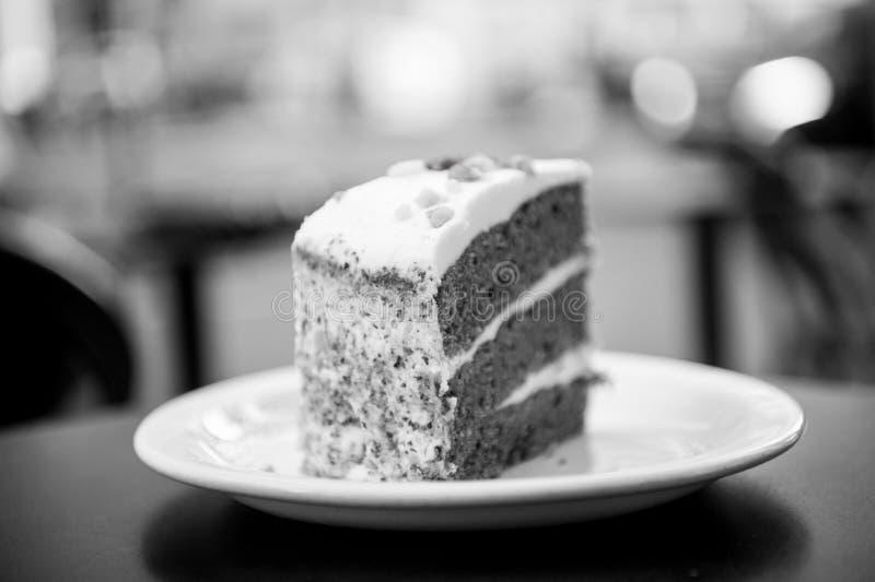 Dolce con crema, alimento Agglutini la fetta sul piatto bianco a Parigi, Francia, dessert Tentazione, concetto di appetito Desser immagine stock
