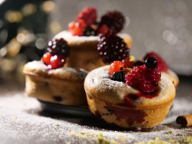 Dolce con i frutti dei bluberries fotografia stock libera da diritti