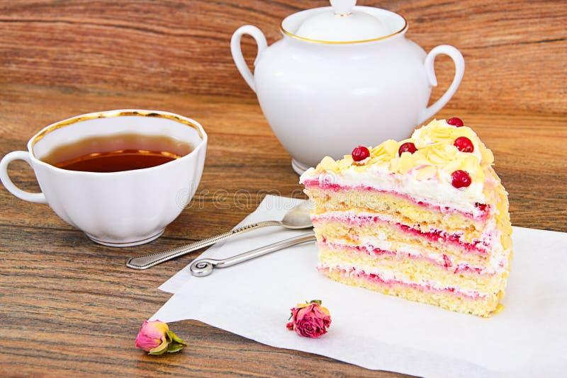 Dolce del dessert con i mirtilli rossi fotografia stock libera da diritti