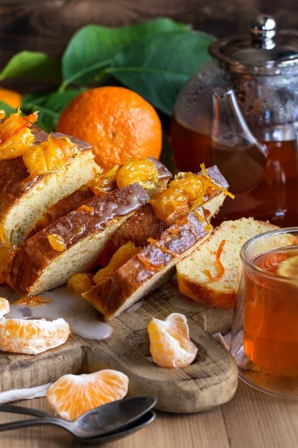 Dolce del mandarino con tè fotografia stock libera da diritti