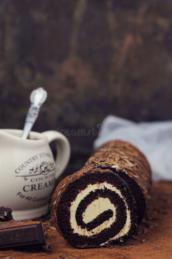 Dolce del rotolo del caramello e del cioccolato fotografia stock