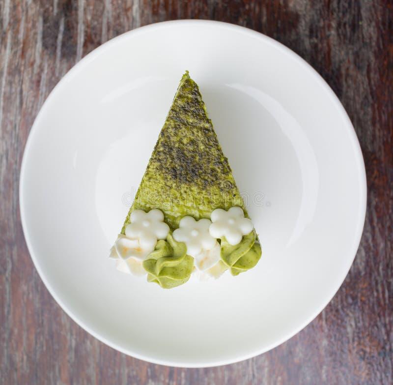 Dolce del tè verde su un piatto bianco semplice immagine stock libera da diritti