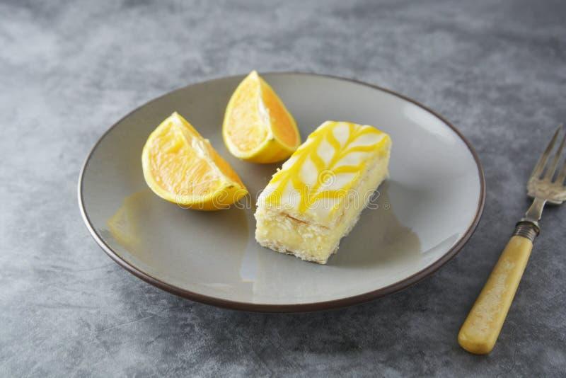 Dolce dell'acquerugiola del limone, dessert del dolce della crosta del limone fotografia stock libera da diritti