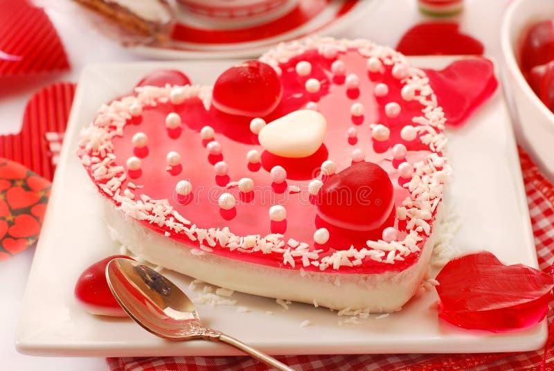Dolce della gelatina nella forma del cuore per i biglietti di S. Valentino fotografia stock