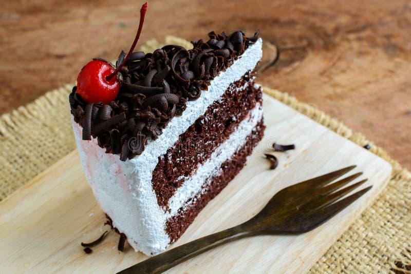 Download Dolce Di Cioccolato Sulla Tavola Di Legno Fotografia Stock - Immagine di dessert, dolce: 56885886