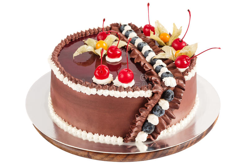 Dolce di cioccolato tradizionale decorato con crema, le ciliege ed il bl fotografia stock libera da diritti