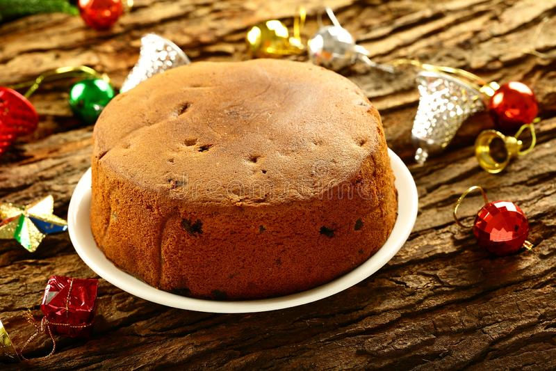 Dolce dolce di prugne fresche in forno su sfondo festivo fotografia stock libera da diritti