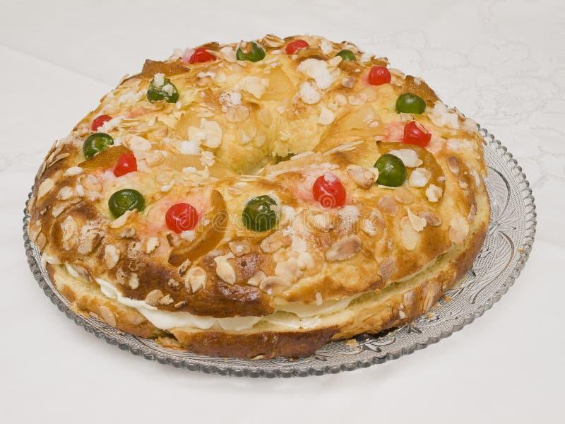 Dolce di Roscon de Reyes tipico della Spagna fotografia stock
