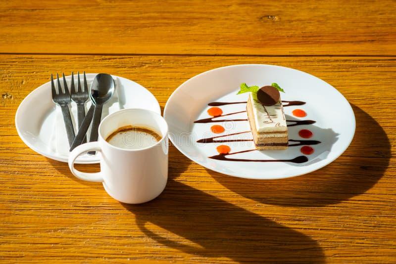 Dolce e caffè del cappuccino fotografia stock
