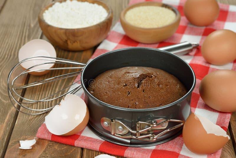 Dolce ed ingredienti di cioccolato per cuocere fotografia stock libera da diritti