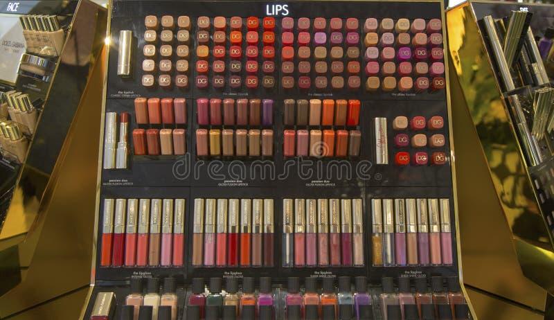 Dolce i Gabbana makijażu linia w Macy przy zwiastunem Obciosujemy na Broadway w Manhattan zdjęcia stock