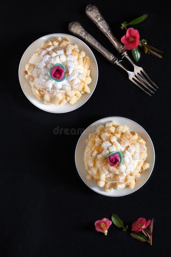Dolce italiano della mimosa immagini stock
