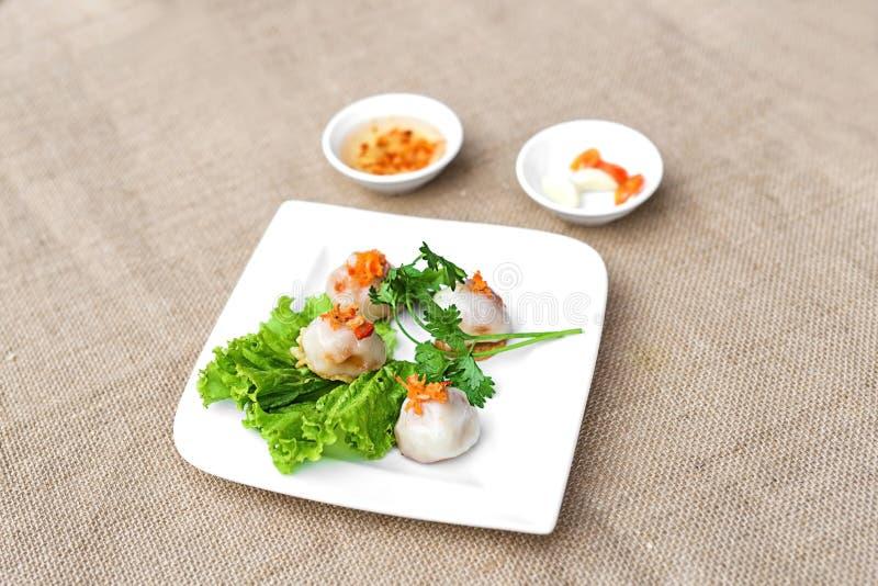 Dolce o Ram It Hue di riso glutinoso vietnamita sul piatto bianco con fotografie stock libere da diritti
