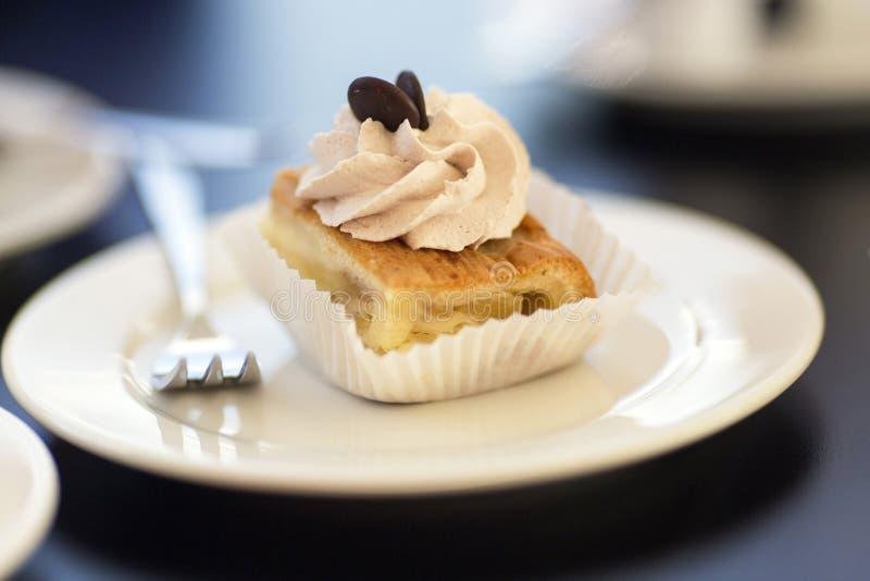 Dolce sul piatto di dessert fotografia stock libera da diritti