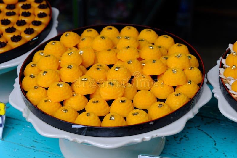 Dolce dolce tailandese tradizionale con colore dorato fotografie stock libere da diritti