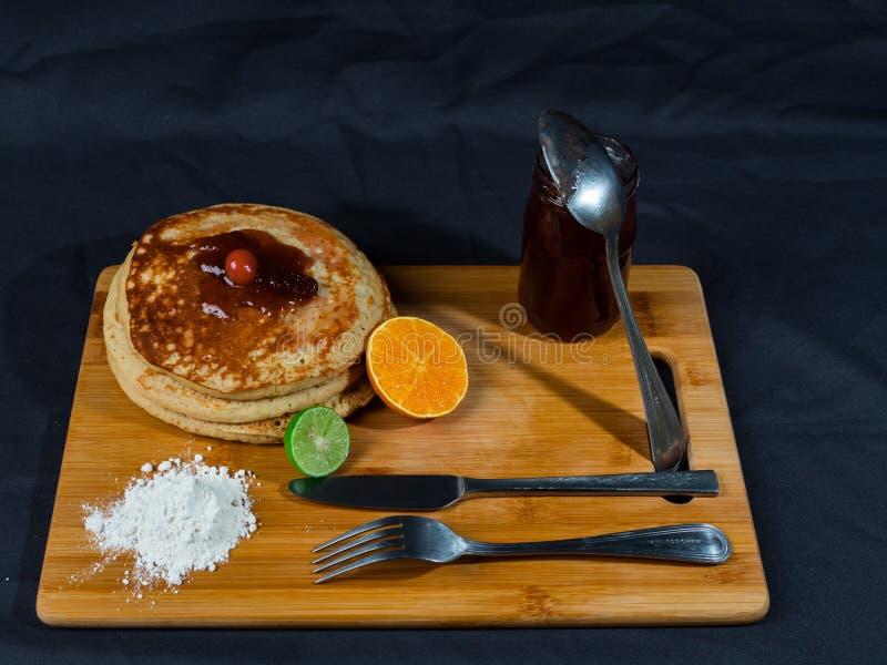 Dolci caldi ricchi e deliziosi per pranzo immagine stock