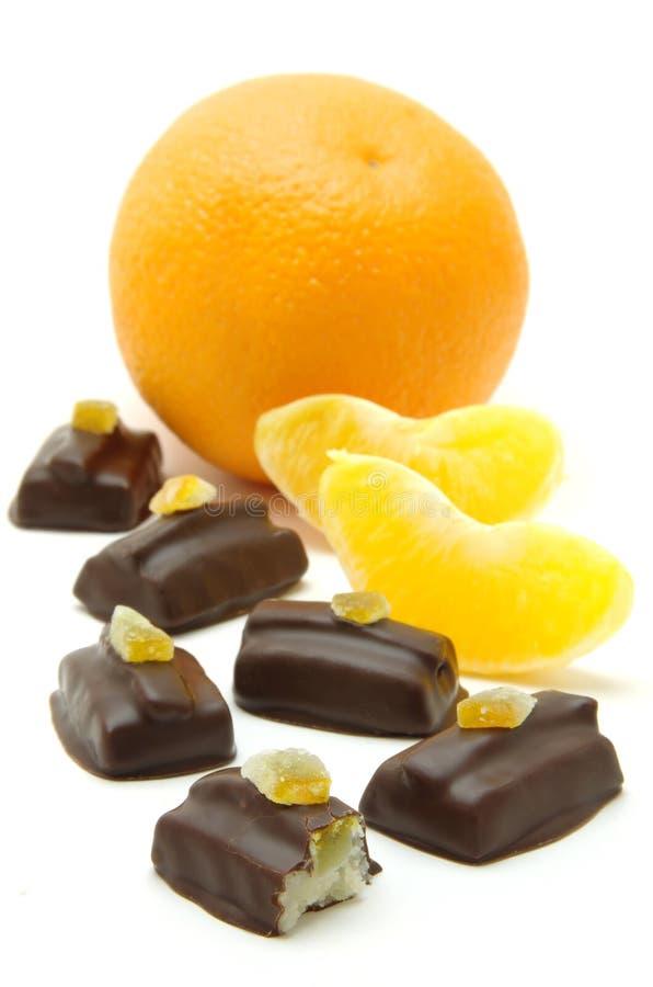 Dolci del marzapane e del cioccolato con l'arancia immagini stock libere da diritti