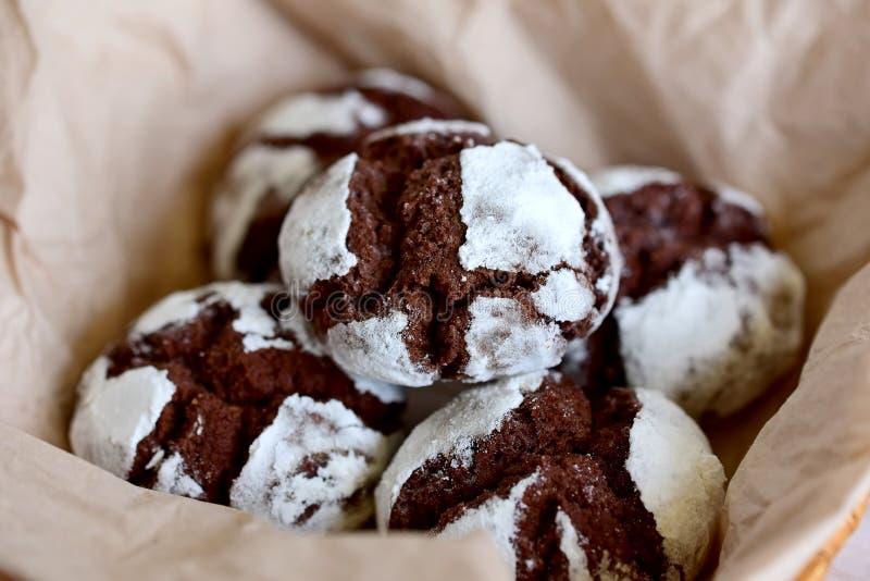 Dolci di cioccolato in zucchero in polvere fotografie stock libere da diritti
