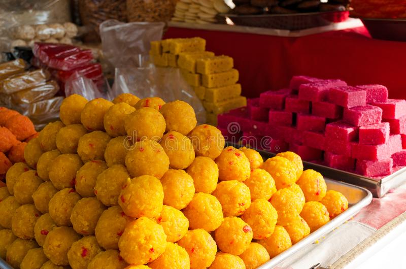 Dolci indù tradizionali Cucina nazionale, alimento della via fotografie stock libere da diritti