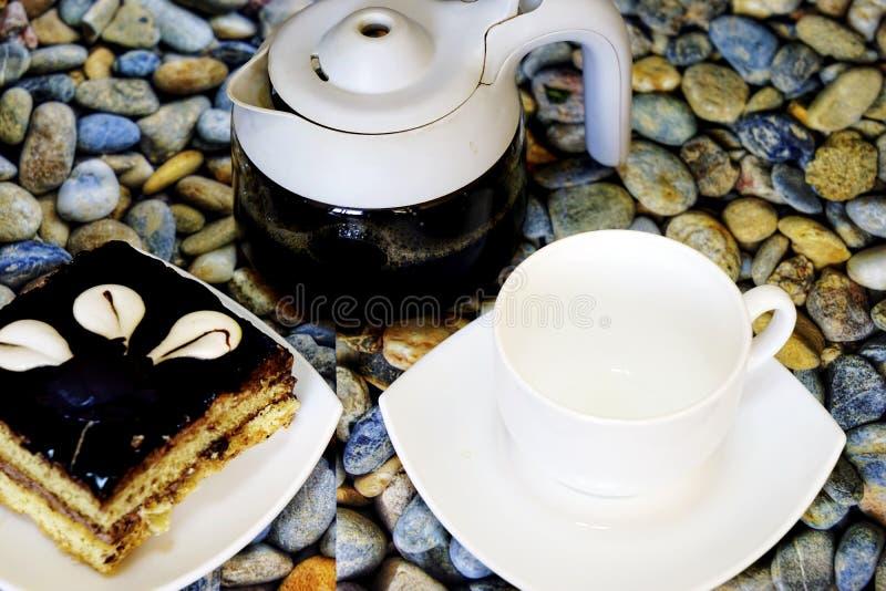 Dolci turchi orientali baklava e tazza di caffè immagine stock libera da diritti