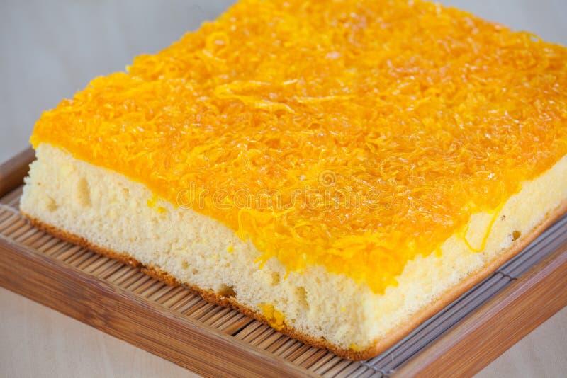 Dolciumi tailandesi del dolce fatti del tuorlo d'uovo sulla tavola fotografia stock libera da diritti