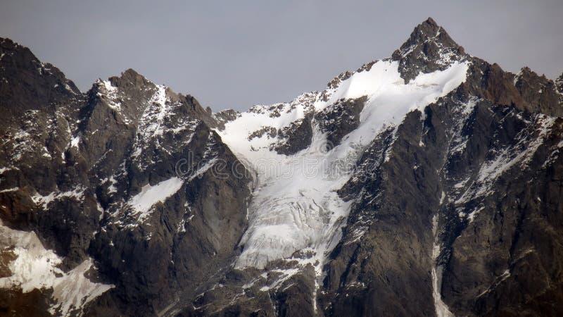Dolda Himalayan berg för snö royaltyfri fotografi