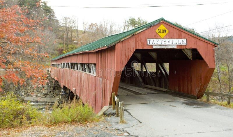 Dolda trä överbryggar, Vermont royaltyfri foto