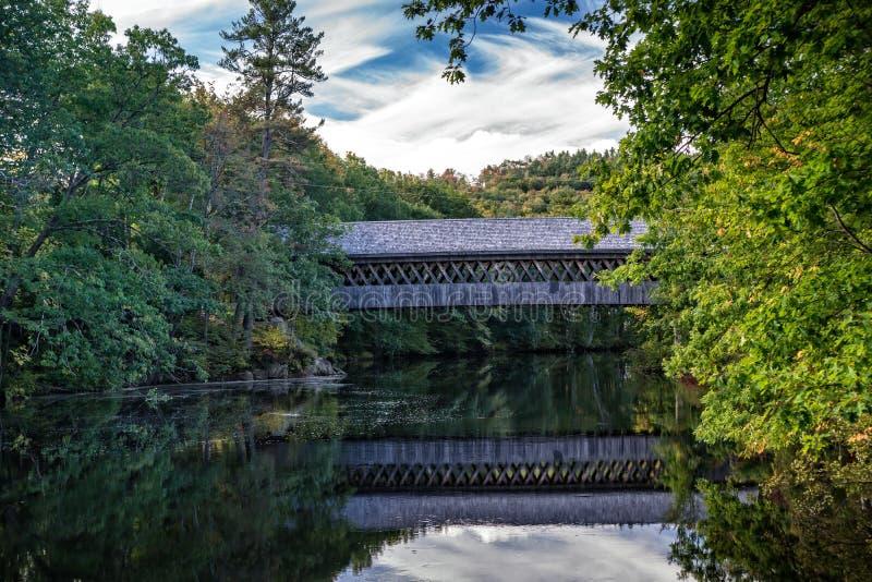 Doldt överbrygga i New Hampshire royaltyfria foton