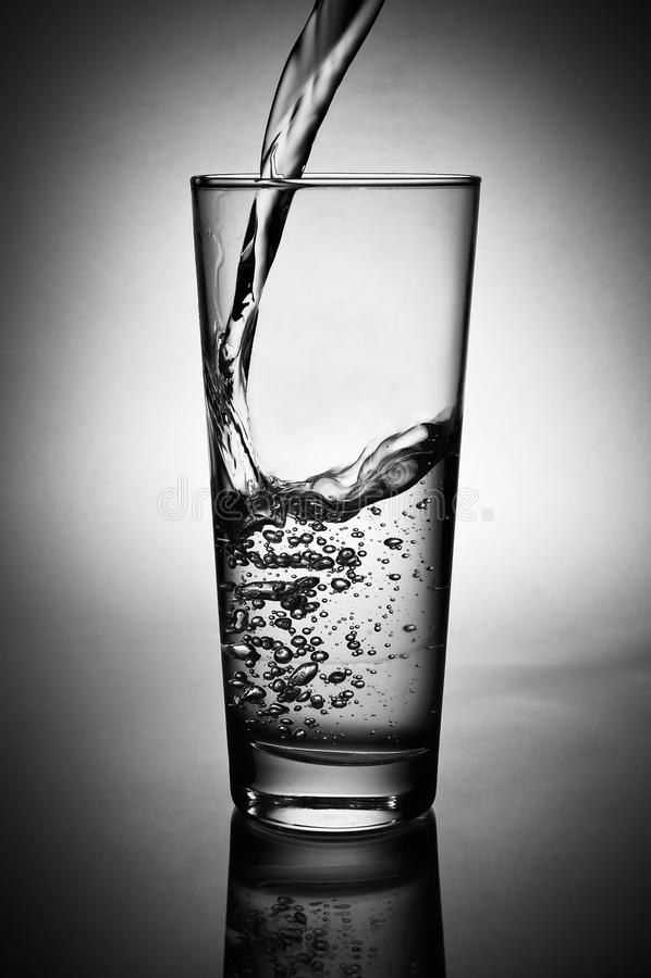 dolewanie świeża woda obrazy stock