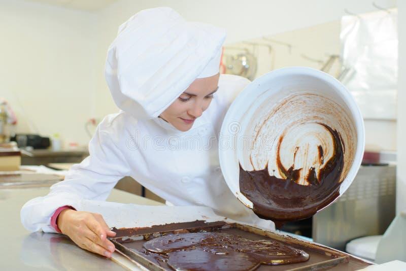 Dolewanie czekolada piec zdjęcie royalty free