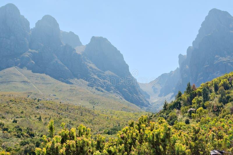 dolinne mgliste góry zdjęcie stock