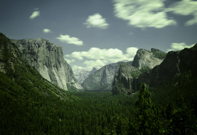 Dolinny widok w Yosemite parku narodowym fotografia royalty free